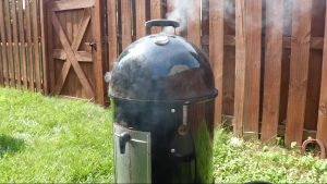 What is a Vertical Water Smoker And How to Use One